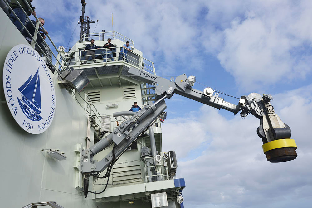 Of Winches, Cranes, and Wires :: R/V Neil Armstrong