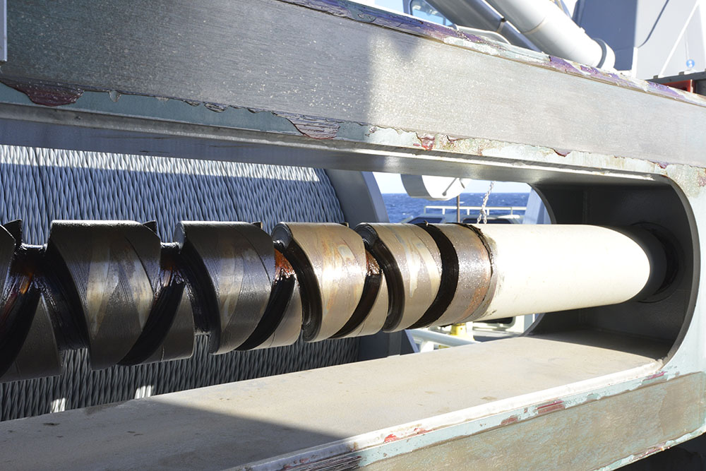 The diamond screw on the level wind of the winch holding 10 kilometers (6 miles) of 3/8